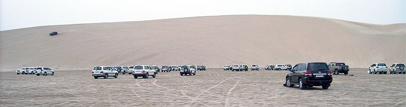 Dünen surfen in der Wüste (Katar)