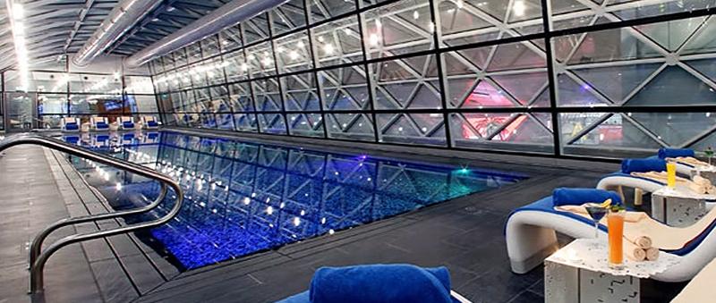 Pool im Airport Hotel im Hamad International Airport (Doha)