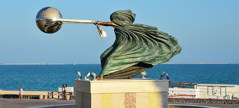 Skulptur im Katara-Village