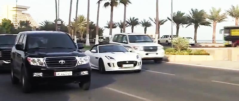Strassenverkehr in Doha (Katar)