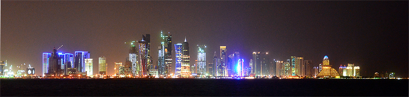 West Bay in der Nacht (Doha, Katar)