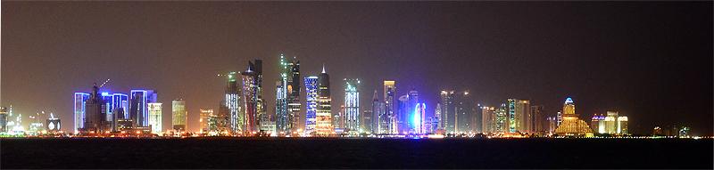 West Bay in der Nacht (Doha, Katar)