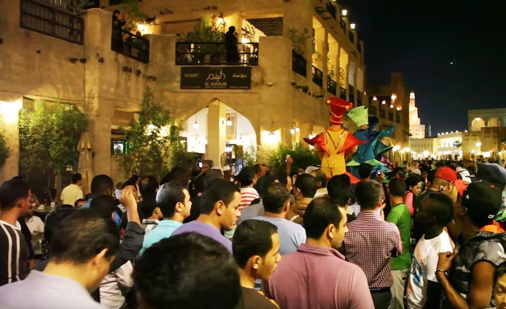 Menschenansammlung Souq Waqif in Doha (Katar)